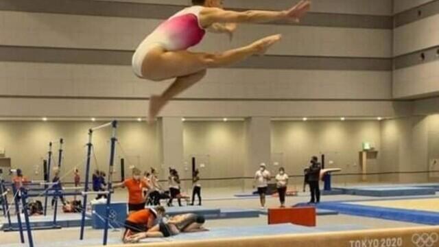 Jocurile Olimpice de la Tokyo. Larisa Iordache s-a calificat în finală la bârnă - Imaginea 1