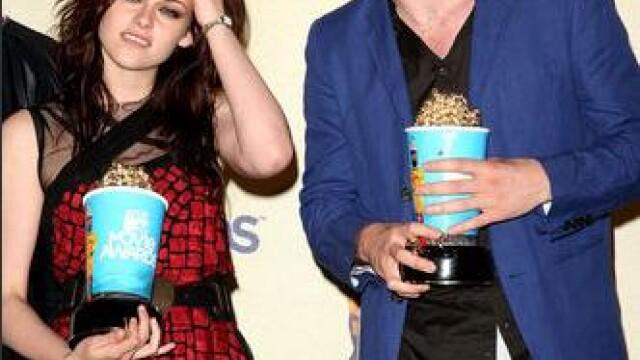 Robert Pattinson si Kristen Steward