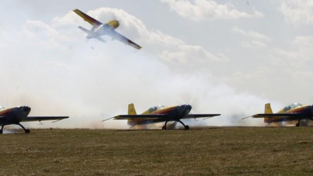 Tragedie la Clinceni! Un pilot a murit dupa ce s-a prabusit cu avionul - Imaginea 6