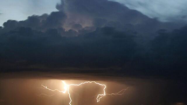 Si Ungaria se afla sub semnul furtunilor! Peste 3.500 de cladiri avariate