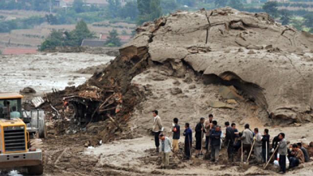 Dezastru in China! 70 de persoane au murit in urma unei alunecari de teren