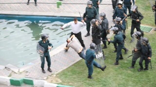 Iranul, un butoi cu pulbere dupa realegerea lui Ahmadinejad - Imaginea 9