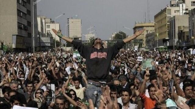 Iranul, un butoi cu pulbere dupa realegerea lui Ahmadinejad - Imaginea 11