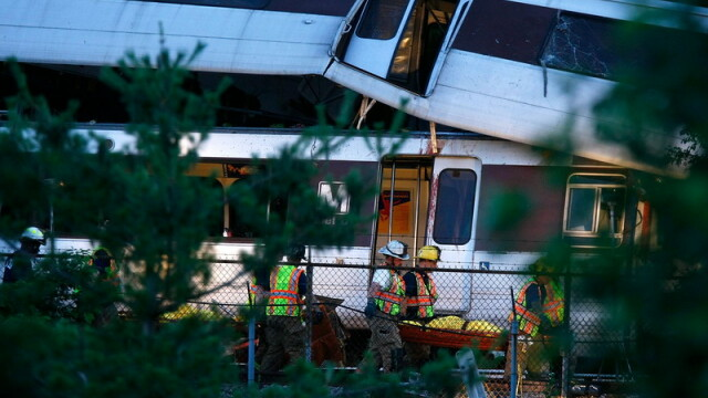 Tragedie in Washington! Cel putin noua morti dupa un accident la metrou - Imaginea 7