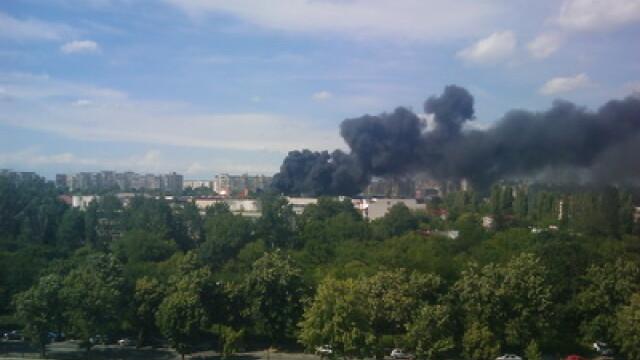 Incendiul din piata Crangasi a fost stins