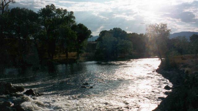 Mai multi pompieri aradeni erau sa fie luati de apele raului Mures