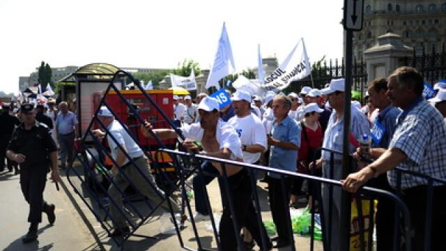 Incidente violente la mitingul sindicalistilor. 12 persoane, retinute