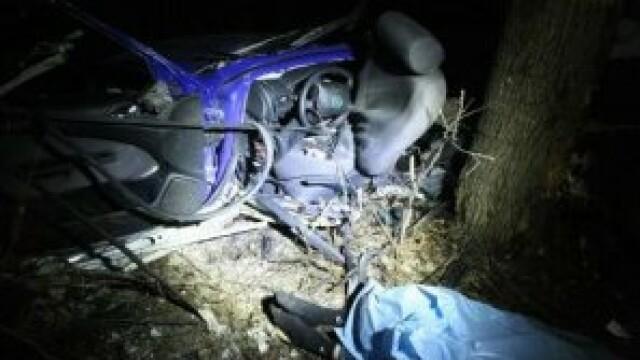 Un barbat a murit dupa ce a cazut cu masina de pe un pod