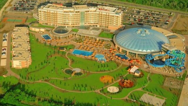 Cel mai mare parc acvatic acoperit din Europa e la 2 pasi de Romania - Imaginea 3
