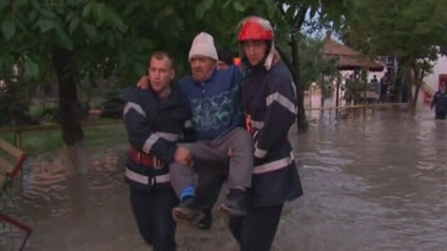 Moldova, tinutul spaimei si al apelor! 14 morti si drumuri blocate