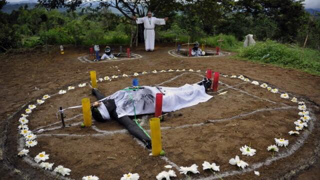 Cum scoate Diavolul din oameni un columbian. Ritual de exorcizare necenzurat - Imaginea 5