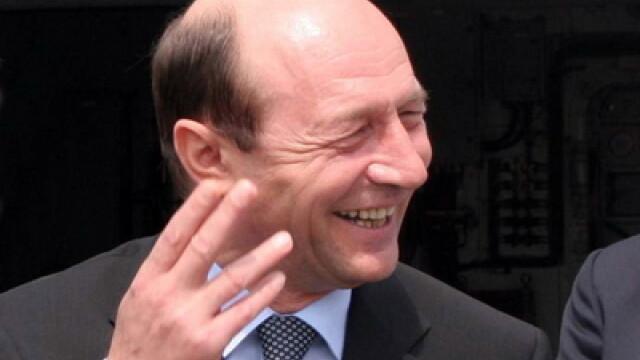 Basescu, intrebat daca renuntarea la o perioada de mandat nu e truc: Hai ca nu-s Iliescu, dom\'le