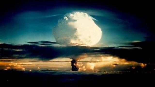 Explozie cu o putere luminoasa de 500 de ori cat a Soarelui. Bomba cu hidrogen lansata din avion - Imaginea 4