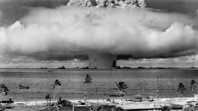 Explozie cu o putere luminoasa de 500 de ori cat a Soarelui. Bomba cu hidrogen lansata din avion - Imaginea 7