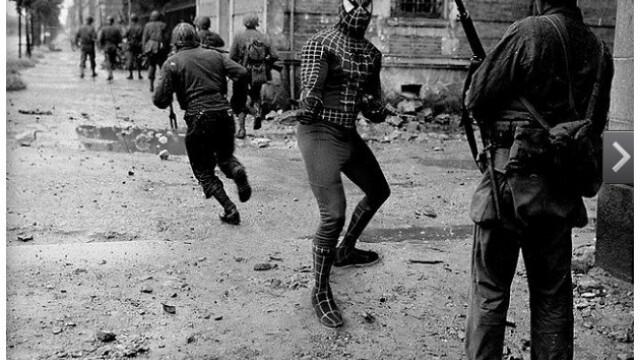 Istoria, rescrisa cu super-eroi si Photoshop. Imaginea saptamanii, oferita de un artist din Jakarta - Imaginea 4