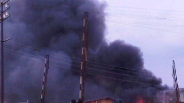 Cel putin 153 de oameni au murit dupa ce un Boeing s-a prabusit intr-un cartier din Nigeria. VIDEO - Imaginea 4