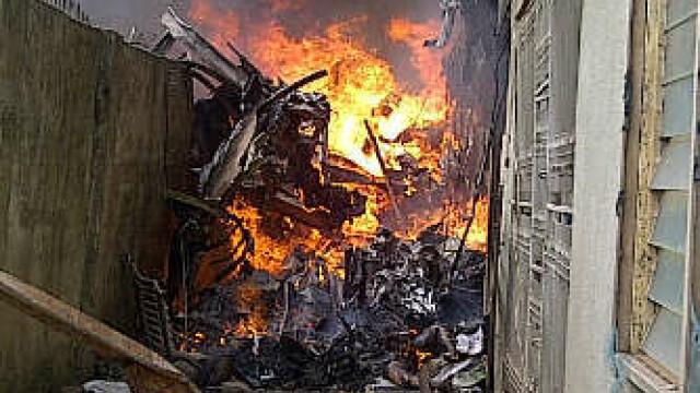 Cel putin 153 de oameni au murit dupa ce un Boeing s-a prabusit intr-un cartier din Nigeria. VIDEO - Imaginea 8