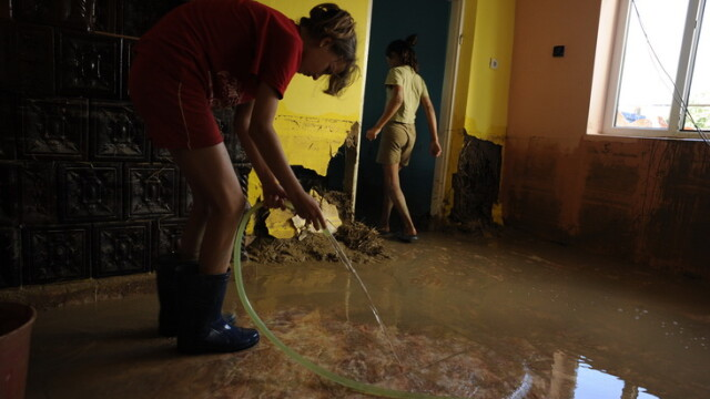 inundatii, ploi, casa inundata