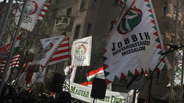 Liderul Noii Garzi maghiare si doi membri Jobbik, declarati indezirabili in Romania. Ungurii refuza sa tina cont de decizie