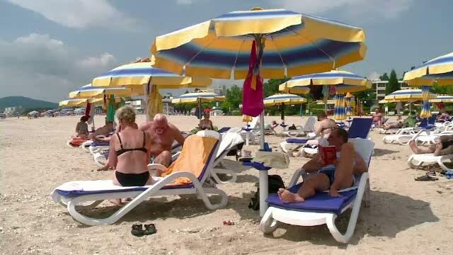 Bulgarii au 3.000 de umbrele cu filtru UV. La noi, turistii trebuie sa isi pazeasca singuri pielea