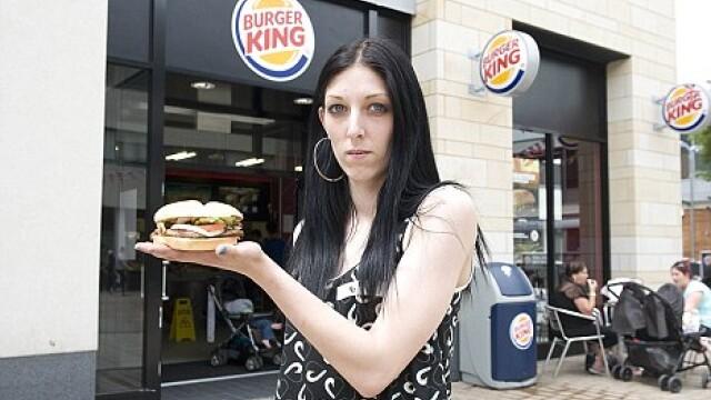 Raspunsul uluitor pe care l-a primit o clienta Burger King, care s-a plans de sandvisul cumparat