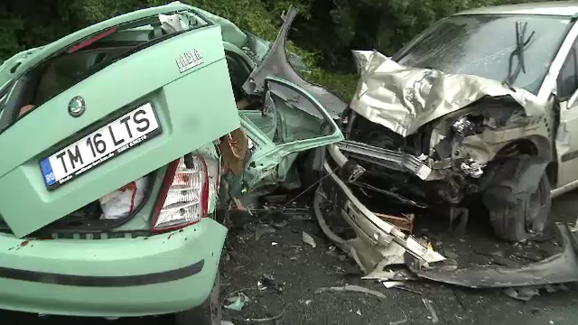 STIRI INTERNE PE SCURT: Tragedie in apropiere de Arad. Trei persoane si-au pierdut viata intr-un accident