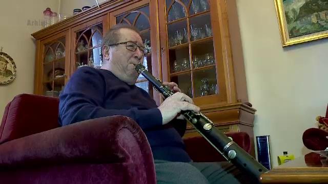 Taragotul lui Dumitru Farcas, un instrument muzical unic, furat din fata Ateneului Roman. Mesajul artistului catre hoti