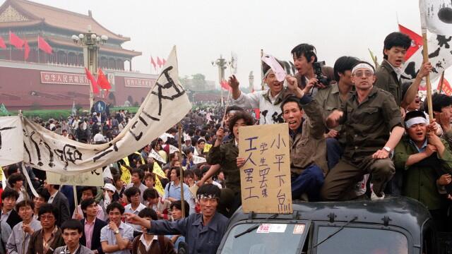 25 de ani de la masacrul din Piata Tiananmen. Lupta revolutionarilor chinezi, povestita de un fost protestatar: LIBERTATE!
