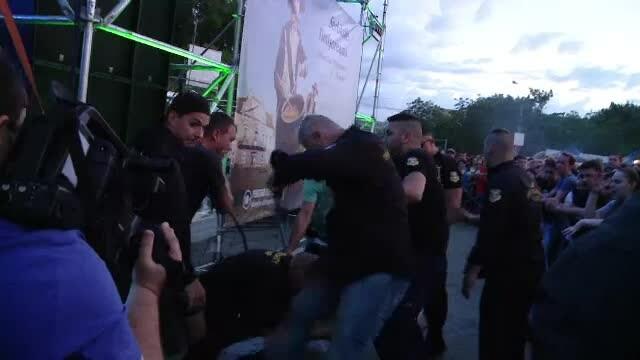 Mesajul formatiei Cargo dupa ce un fan de 17 ani a fost strivit in bataie de agentii de ordine in timpul concertului. VIDEO