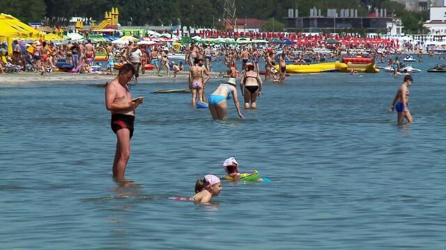 Incepe cea mai aglomerata perioada estivala. Zeci de politisti si un elicopter trimisi sa pazeasca plajele pe litoral