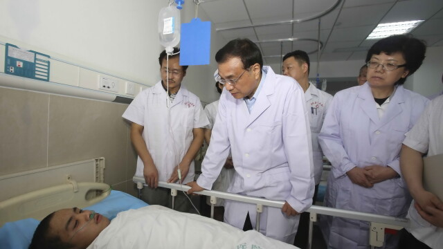 Tragedie in China. Premierul Li Keqiang conduce operatiunile de salvare, insa sunt sanse mici de a gasi supravietuitori - Imaginea 2