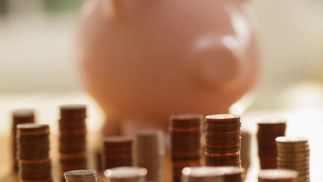 Un chinez a economisit 95.000 de euro in monede si si-a cumparat o masina. Cat au numarat angajatii la cele 4 tone de bani