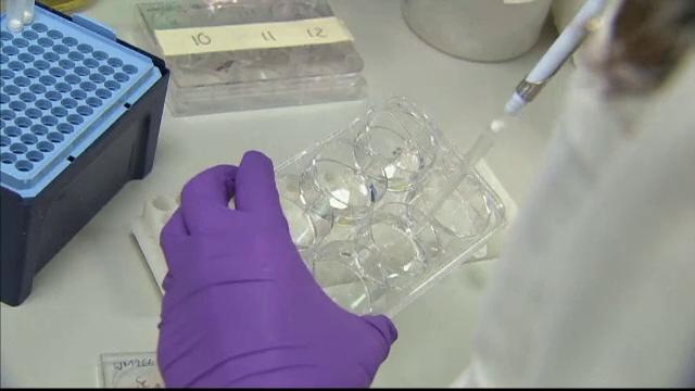 Descoperirea care le da sperante bolnavilor de cancer de piele. Tratamentul le poate prelungi viata cu 5 luni