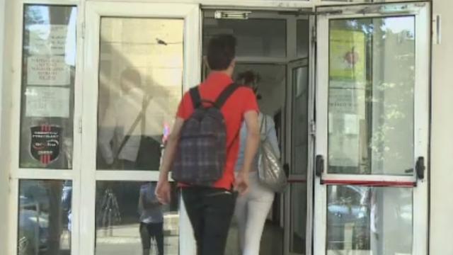 BACALAUREAT 2015. Un elev din Dolj a fost eliminat din examen dupa ce i-a sunat telefonul mobil