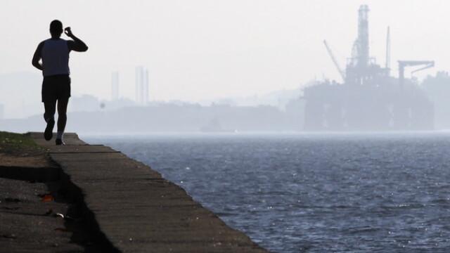 Grecia a dat cea mai mare lovitura pretului petrolului. Pana la cat se poate prabusi. Moneda preferata de investitori azi