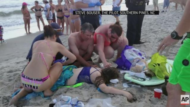 Cei doi adolescenti americani, atacati de un rechin de 2,5 metri si-au pierdut bratele. Plaja din statiune nu a fost inchisa