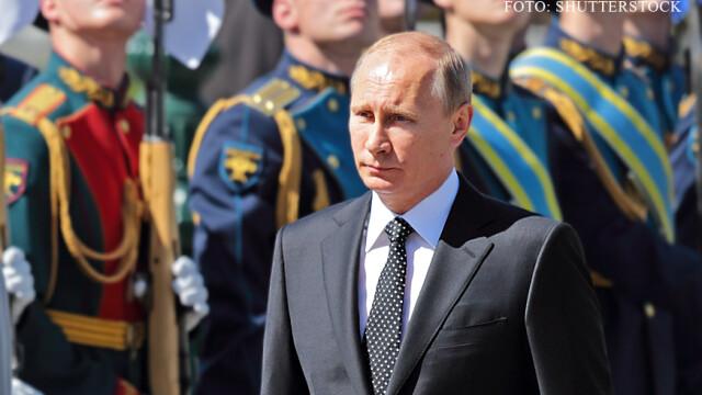 Vladimir Putin si soldati rusi