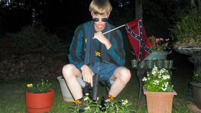 Criminalul de la Charleston a publicat online un manifest rasist. Ce imagini au descoperit anchetatorii cu tanarul de 19 ani