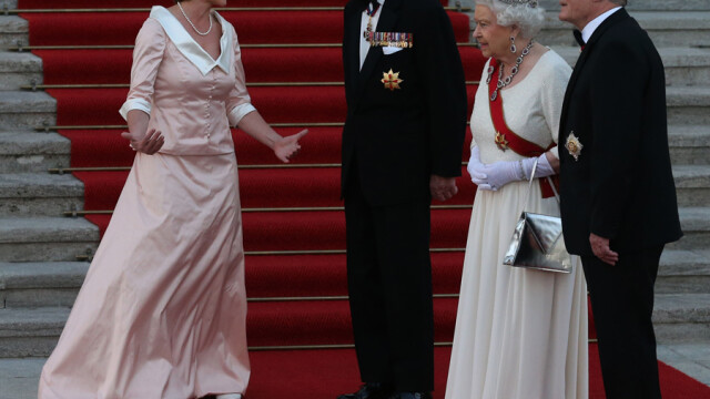 Regina Elisabeta a vizitat Germania. Cum a reusit sa o surprinda cancelarul Angela Merkel