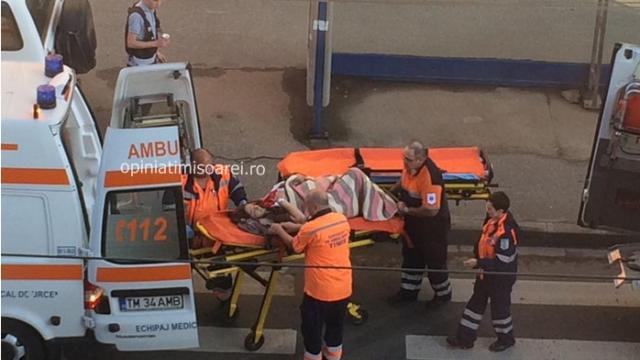 O femeie de 28 de ani, mama a 5 copii, l-a nascut pe cel de-al 6-lea in statia de tramvai. Imagini surprinse in Timisoara - Imaginea 2