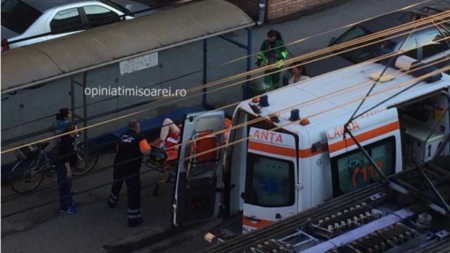 O femeie de 28 de ani, mama a 5 copii, l-a nascut pe cel de-al 6-lea in statia de tramvai. Imagini surprinse in Timisoara - Imaginea 5