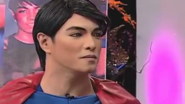 Barbatul care a suferit 23 de operatii pentru a semana cu Superman. De ce ii refuza medicii noi interventii. VIDEO
