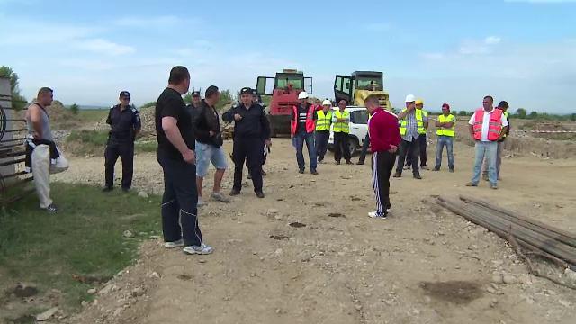 Scandal langa Targu Jiu. O firma a venit cu mai multi bodyguarzi sa-i alunge pe muncitorii care lucrau la o portiune din drum
