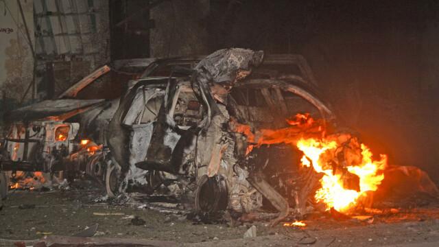 15 oameni au murit intr-un atac cu masina-capcana, la un hotel din Mogadishu. Atacul, revendicat de gruparea islamista Shebab