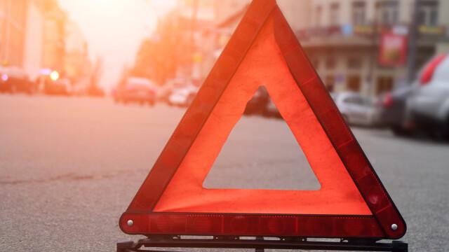 Un autocar s-a rasturnat pe o autostrada din Spania. Sunt doi morti si 46 de raniti, printre care si un cetatean roman
