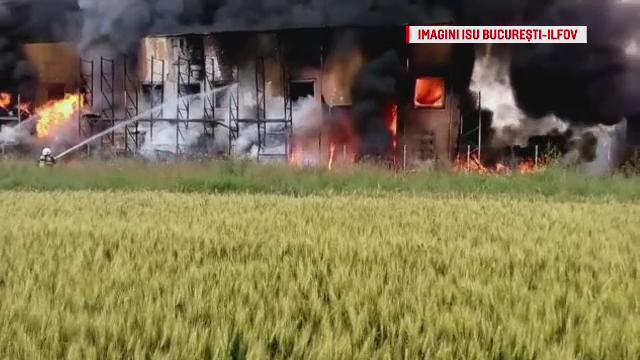 Incendiul din Jilava in care a murit un pompier nu a fost inca stins. Procurorii au deschis dosar pentru ucidere din culpa