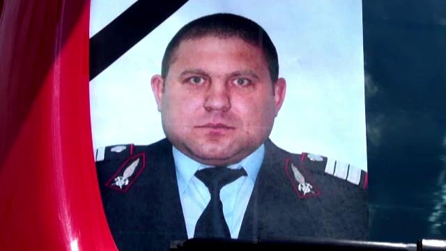 Pompierul care a ales sa salveze vieti si dupa moarte a fost inmormantat cu onoruri militare