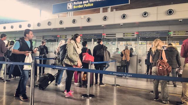 Aeroportul Charles de Gaulle din Paris, evacuat din cauza unui pachet suspect. Reactia pasagerilor pe retelele sociale