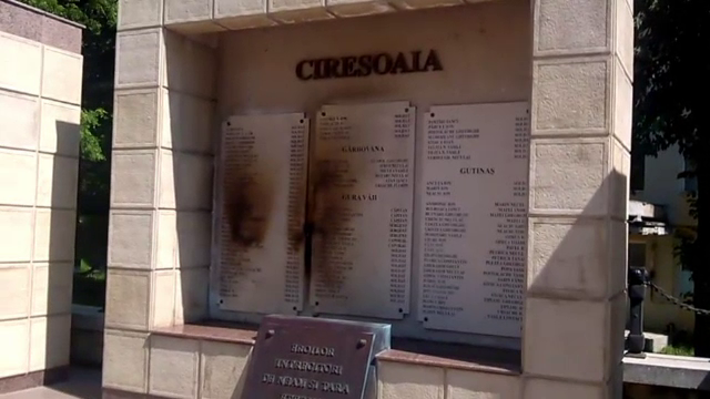 Un monument inchinat eroilor cazuti in Primul Razboi Mondial a fost vandalizat. Reactia primarului
