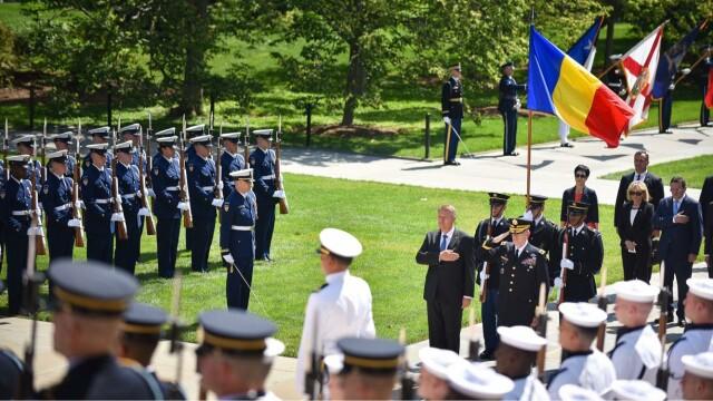 Klaus Iohannis, Monumentul Soldatului Necunoscut, Cimitirul Militar Arlington, Washington